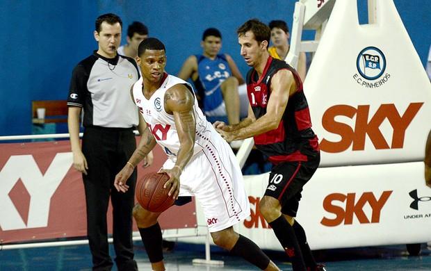 basquete Pinheiros e Flamengo Shamell e Duda NBB (Foto: Ícaro Limaverde / Divulgação)