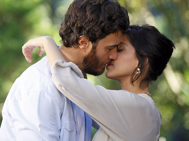 Rodrigo e Miriam estavam decididos a viverem uma história de amor (Foto: Amor Eterno Amor/TV Globo)