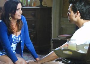 Rosemere diz que apoia o filho. Fofura de mãe! (Foto: Sangue Bom/TV Globo)