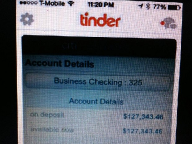 Usuário usa extrato de conta bancária como foto de perfil no Tinder (Foto: Reprodução)