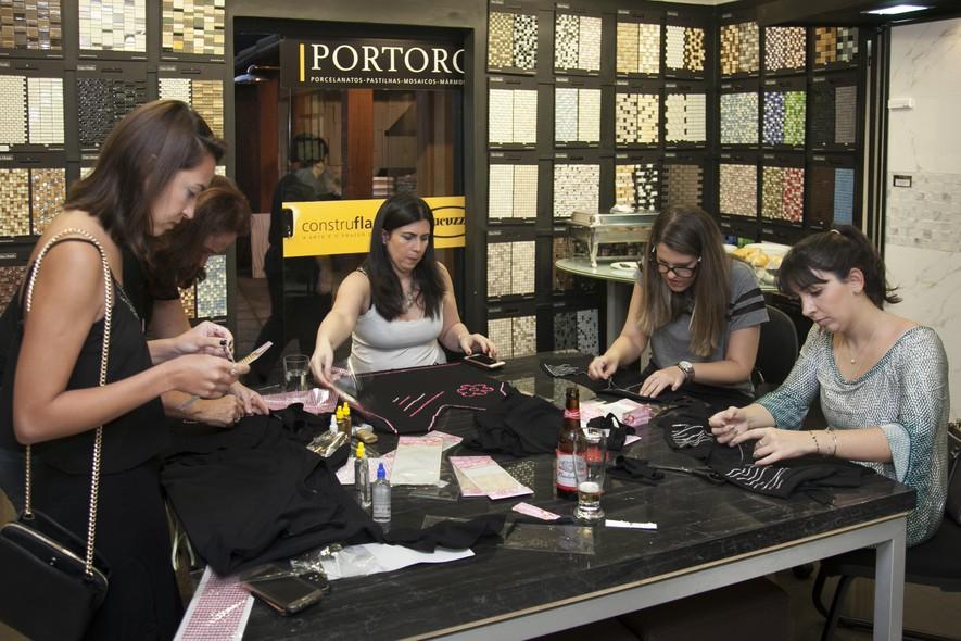 O pré-evento aconteceu na loja da Portoro. Os convidados receberam uma camiseta e itens para personalizá-la