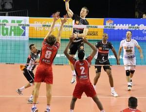 Gustavo Canos x Sesi semifinal da Superliga Masculina de Vôlei (Foto: Fernando Potrick/Divulgação)
