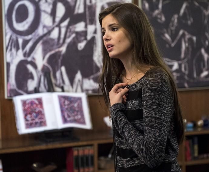 Camila Queiroz diz que Angel se culpa pelo que faz (Foto: Globo/Estevam Avellar)