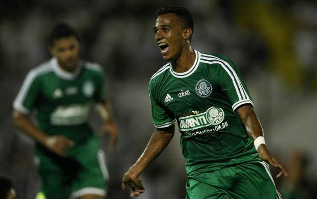 Juninho comemora, Comercial x Palmeiras (Foto: Cesar Greco/Agência Estado)