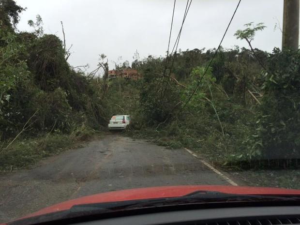 Estrada entre Mairinque e Ibiúna foi afetada pela chuva (Foto: Carina Scarpin/ Arquivo pessoal)
