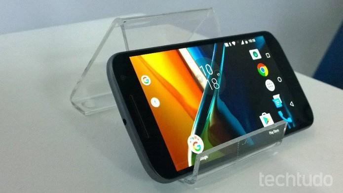 Moto G 4 tem tela de 5,5 polegadas com resolução Full HD (Foto: Fabrício Vitorino/TechTudo)