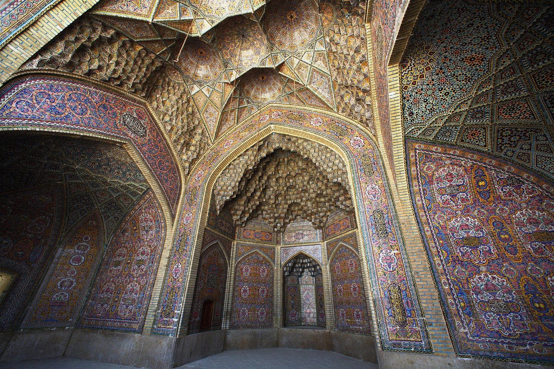 Azulejos no Mosteiro Nasir al-Molk, em Shiraz (FOTO: REPRODUÇÃO)