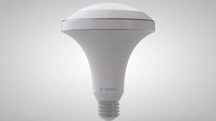 Lâmpada inteligente possui sensores para se adaptar ao comportamento do usuário  (Foto: Reprodução/YouTube)