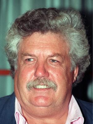 O ator e escritor britânico Colin Welland, ganhador do Oscar de melhor roteiro por 'Carruagens de fogo' (1981), em imagem de 4 de setembro de 1993 (Foto: Martin Keene/PA Photos via AP)