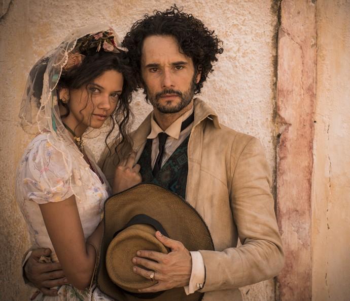 Afrânio e Leonor se casam após ameaça do pai da jovem (Foto: Caiuá Franco/ Globo)