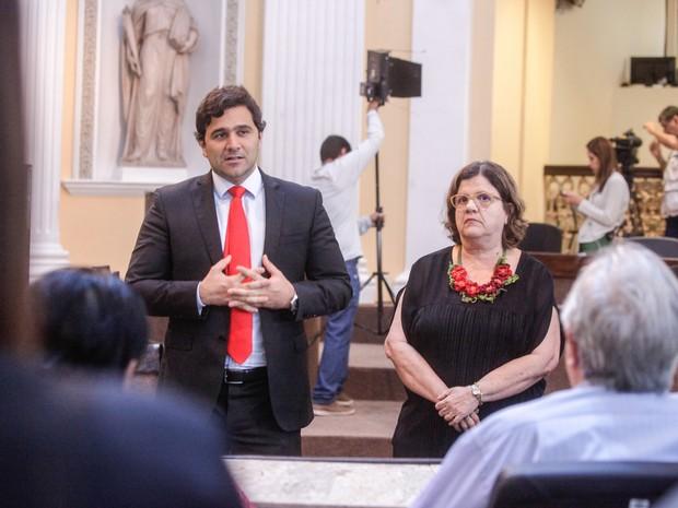 Deputados Rodrigo Novaes e Teresa Leitão (Foto: Rinaldo Marques/Alepe)