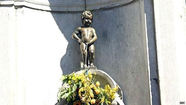 6423a06cfe Estátua no centro de Bruxelas é símbolo tradicional da cidade e atrai  milhares de turistas todos