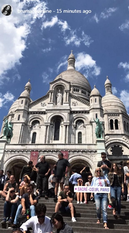 Bruna Marquezine passeia por Paris (Foto: Reprodução)