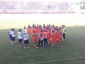Técnico Eugênio Souza acredita na evolução do time (Foto: Zana Ferreira/GE)