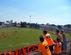Torcida do Atibaia, time da Segunda Divisão do Paulista (Foto: Divulgação/ Guerreiros do Falcão)
