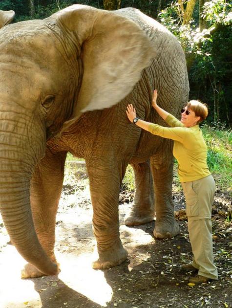 Cristina Mullins na África (Foto: Mullins)