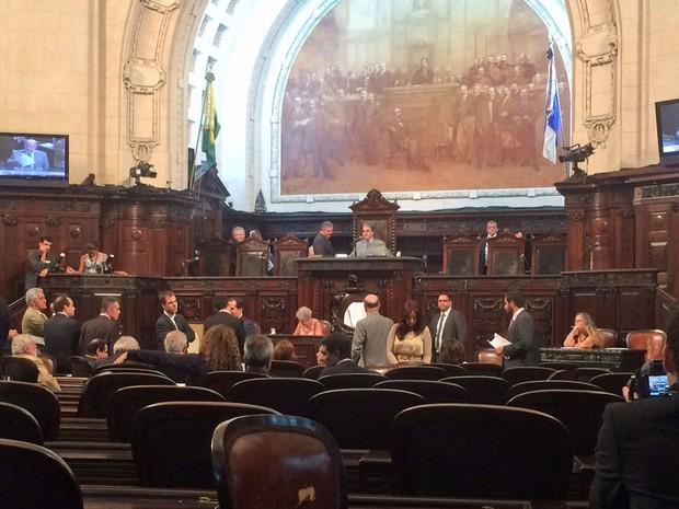 Sessão na Alerj que discutiu empréstimo para obras da Linha 4 do metrô foi tumultuada (Foto: Alessandro Ferreira/G1)