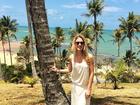 Fiorella Mattheis aproveita sol baiano com modelito bem comportado