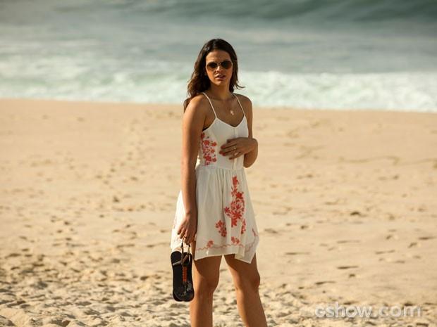 Bruna Marquezine grava na praia  (Foto: Camila Camacho / TV Globo)