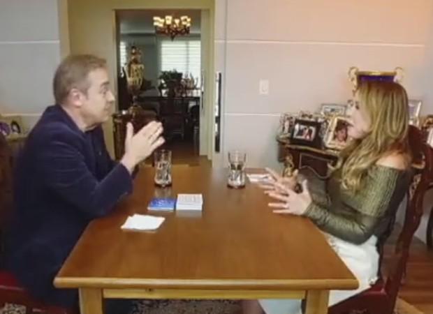Gugu entrevista Zilu (Foto: Reprodução)