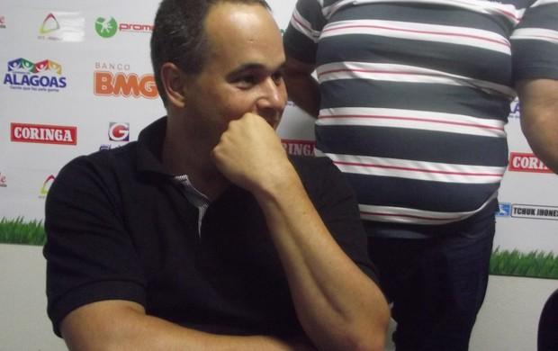 Elias Mansur, executivo de futebol do CSA (Foto: Caio Lorena / Globoesporte.com)