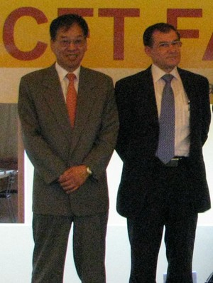 presidente do Atlético Sorocaba Heung Tae Kim e vice Valdir Cipriani (Foto: Rafaela Gonçalves / GLOBOESPORTE.COM)