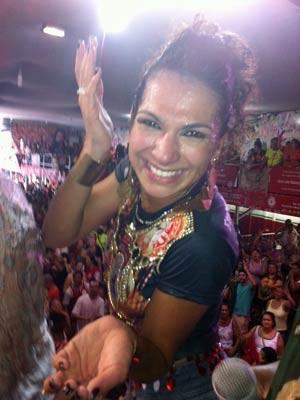 Aline de Oliveira, rainha de bateria (Foto: Letícia Macedo/G1)