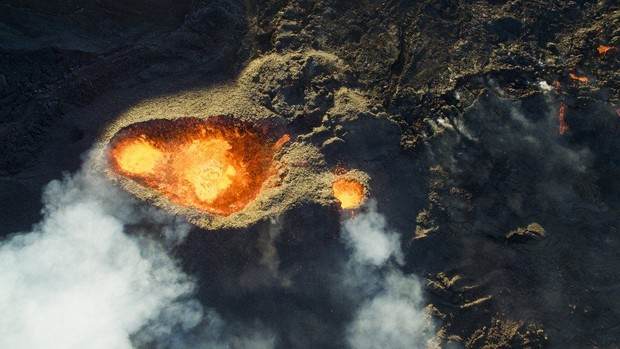 Jonathan Payet usou seu drone para sobrevoar o vulcão Piton de la Fournaise na ilha de Reunião (Foto: Jonathan Payet)