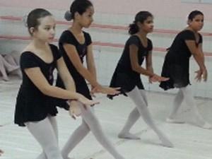 92342865c6 Jovens ensaiam coreografia para espetáculo (Foto  Nazareth Macedo Arquivo  pessoal)