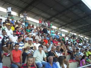 Torcida nas arquibancadas do estádio Arthur Marinho (Foto: Raphaela Potter/TV Morena)