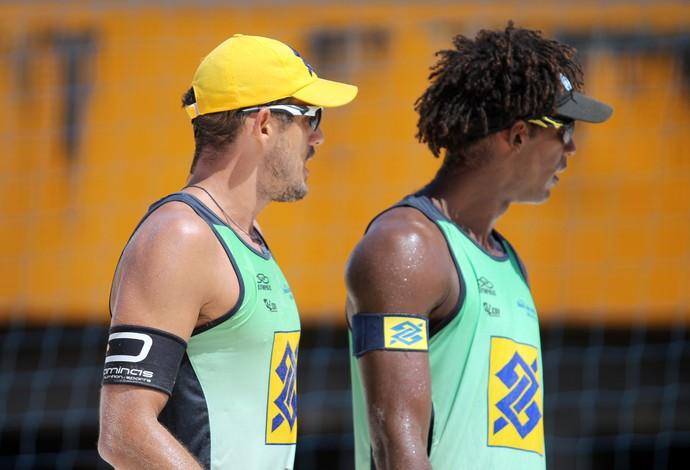 Oscar e Thiago (Foto: Paulo Frank / CBV)