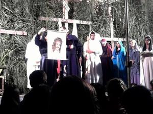 encenação Paixão Cristo Sexta-Feira Semana Santa Santo Antônio do Monte MG Verônica (Foto: Marina Alves/G1)
