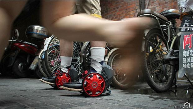 Simples de operar, patins atingem até 19 km/h e percorrem até 16km com uma recarga (Foto: Action Global)