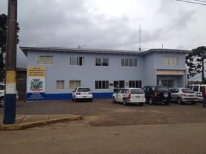 Foram cumpridos cinco mandados de busca e apreensão no município de Capão Alto (Foto: Larissa Vier/RBS TV)