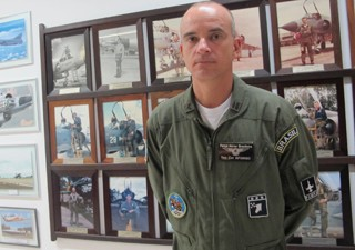 Coronel Afonso, piloto de F-5, defende Brasília nos dias 31/12 e 1/1/2014 (Foto: Tahiane Stochero/G1)