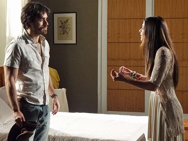 Jacira não concorda com a reação de Tobias (Foto: Amor Eterno Amor/TV Globo)
