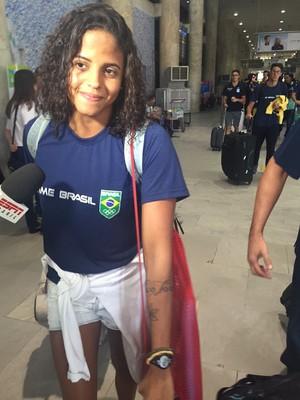Etiene Medeiros desembarca no Rio de Janeiro (Foto: Richard Souza)