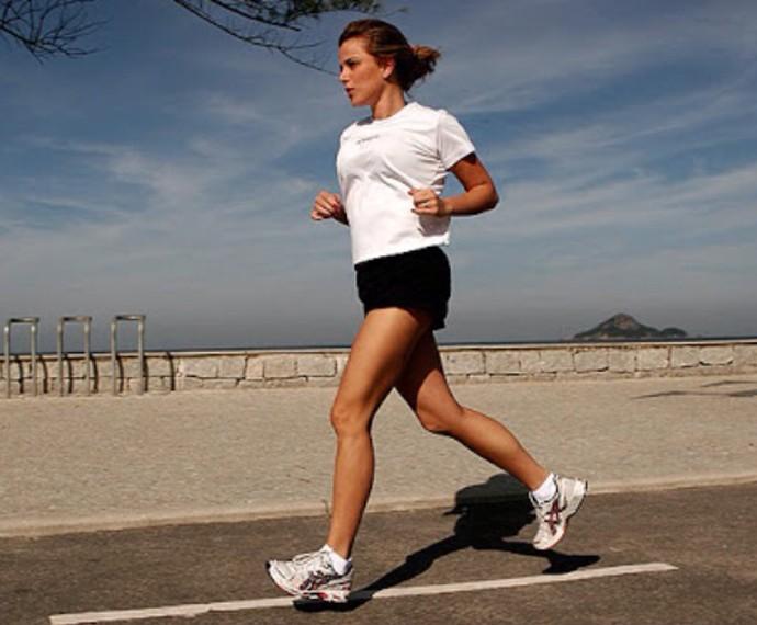 Natallia Rodrigues corre de oito a 10 quilômetros durante a semana (Foto: Arquivo pessoal)