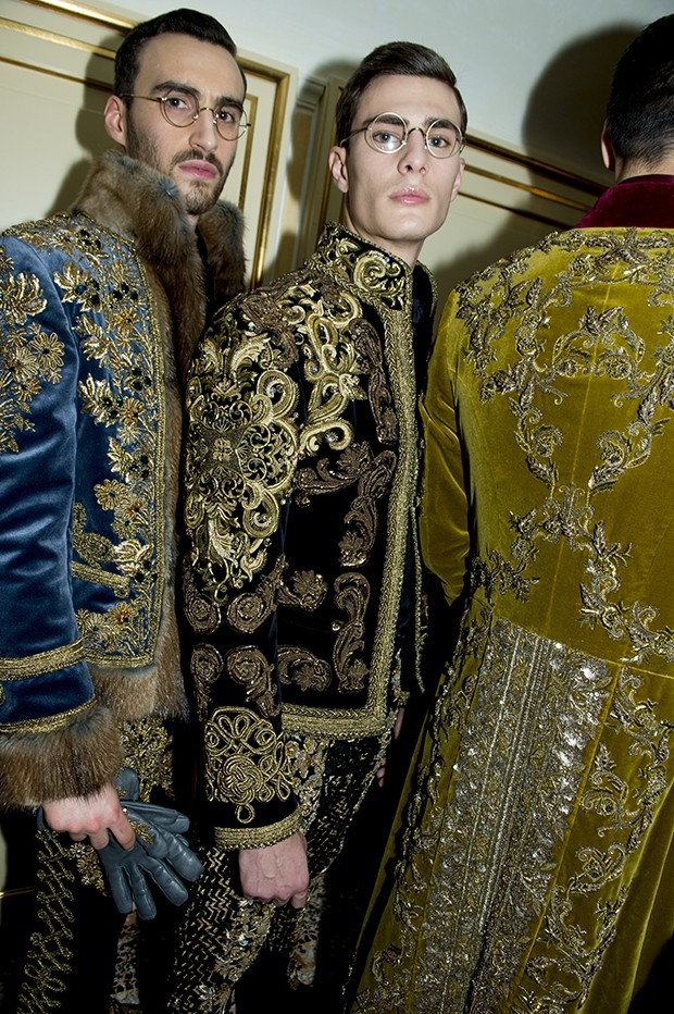 Intensely detailed gold hand-embroidery for D&G's men's couture (Foto: DOLCE & GABBANA)