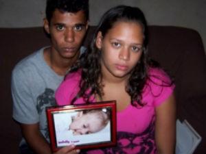 Bebê morreu após ter alta do HC e a ambulância quebrar na rodovia próximo a Araraquara (Foto: Gabriela Martins/Tribuna Impressa)
