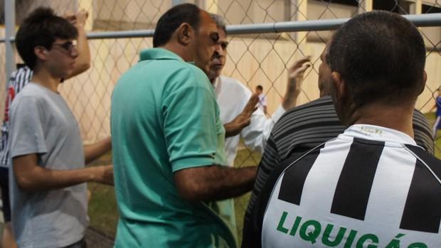 Dirigentes do Botafogo-PB e Miramar se agridem (Foto: Larissa Keren)