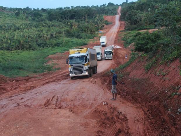 Rodovia Transamazônica está em péssimas condições de tráfego.  (Foto: Thais Rezende/ G1)
