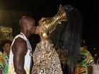 Cris Vianna ganha beijo do namorado e desfila pela Imperatriz nas campeãs
