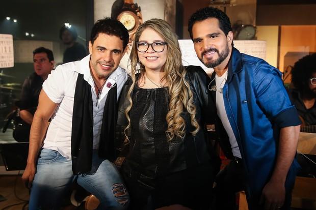 Marília Mendonça entre Zezé Di Camargo e Luciano (Foto: Manuela Scarpa/Brazil News)