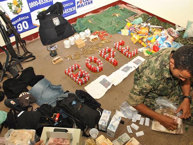 Materiais dos assaltantes foram encontrados pela polícia (Foto: Divan de Souza/Arquivo pessoal )