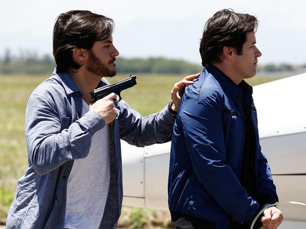 Herval quer entregar Jonas para o FBI (Foto: Fábio Rocha/Gshow)