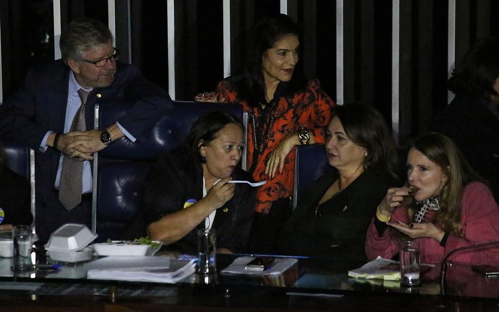 Senadoras almoçam na Mesa Diretora do Senado após suspensão de sessão que discutia a reforma trabalhista (Foto: Fátima Meira/Futura Press/Estadão Conteúdo)