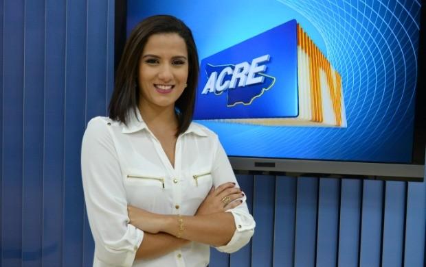 Júnia Vasconcelos já apresentou o Jornal do Acre durante um ano e, atualmente, é repórter  (Foto: Acre TV)