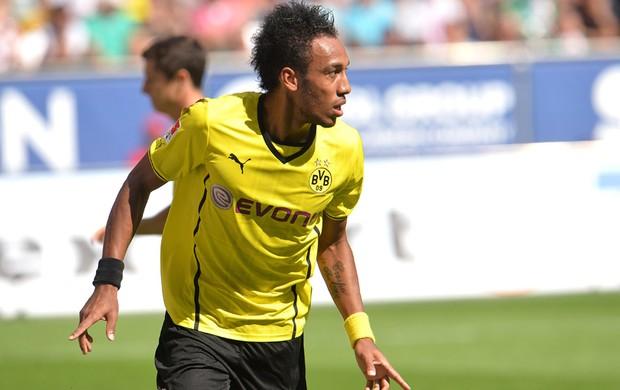 Emerik comemora gol do Borussia contra o Augsburg (Foto: Agência AP)