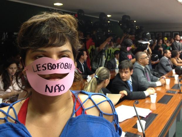 Manifestantes protestam contra eleição de  deputado pastor do PSC para a presidência da Comissão de Direitos Humanos da Câmara (Foto: Murilo Salviano/ G1)
